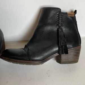 PIKOLINOS Shoes - Pikolinos black leather ankle booties